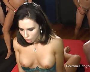 Kleine Mira Cuckold Schlampe im Porno Deutsch