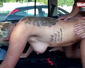 pussy slip immer aus dem auto