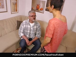 HAUSFRAU FICKEN - German wife seduced and pussy licked