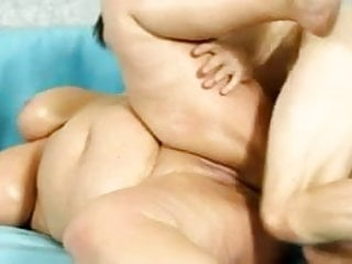 2 enormous fat BBWs wrestling naked in the ring